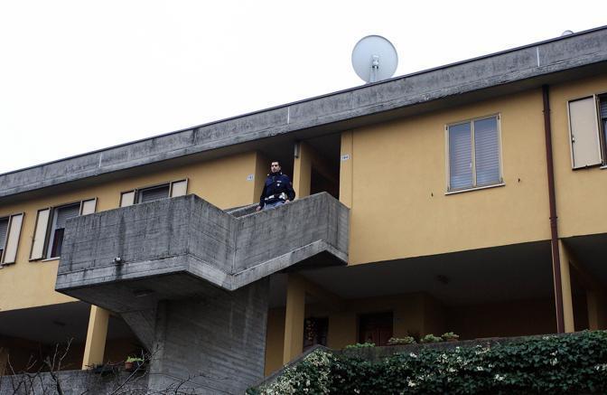 Omicidio Arceri, un poliziotto nella casa di via Raffaello (Fotogramma Brescia)