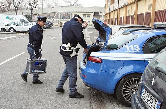 La polizia sul luogo dell'omicidio Arceri (Fotogramma Brescia)