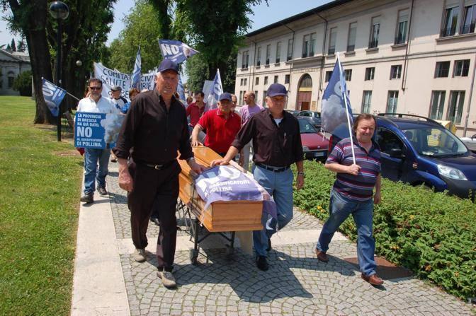 Manifestazione di protesta contro il gassificatore di Bedizzole (Fotogramma Brescia)