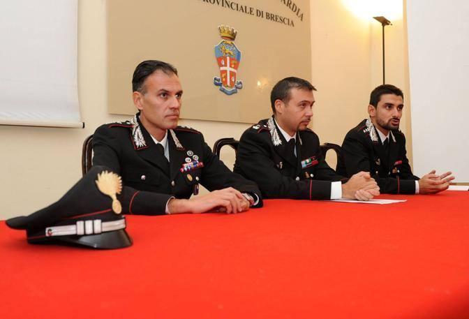 Conferenza stampa dei Carabinieri: una ragazza incinta ha sfigurato con l'acido muriatico il fidanzato che l'aveva lasciata (Fotogramma Brescia)
