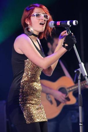 L'esibizione di Keya (Chiara Marzaroli), vincitrice del Festival di Ghedi 2012 (Foto SIMONE SEGHEZZI E DIEGO MONDINI)