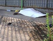 Il cadavere ritrovato  in via Tempini (Fotogramma/Bs)