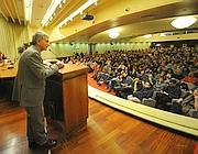 Vendola mentre parla all'auditorium della camera di commercio (Fotogramma/Bs)