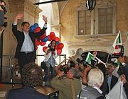 La festa sotto la sede del Comune di Brescia (Fotogramma/Bs)