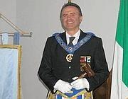 Vincenzo Freni in tenuta da massone (Facebook)