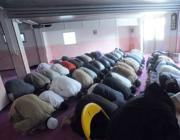 Musulmani in preghiera nella moschea di Brescia (foto Cavicchi)