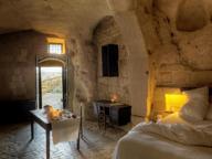 Prime interessanti esperienze: l'albergo diffuso e il territorio