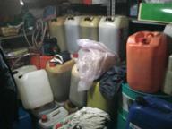 Si scusano per il furto e scappano con il gasolio: tre ladri in fuga