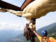 Rimessa la Croce del Papa che uccise 21 bergamasco, ora l'anima è in ferro
