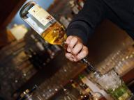 Rum e sambuca illegali, sequestrati 49 mila litri per frode in commercio