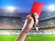 Raptus dell'arbitro, 9 espulsi: il parroco presidente s'infuria
