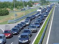 Esce di strada sull'A4: camionista muore sul colpo, traffico in tilt