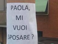 Innamorato tappezza Lumezzane di volantini: «Paola, mi vuoi sposare?»