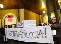 «#Sbiancalafreccia», ennesima protesta dei pendolari contro Trenitalia