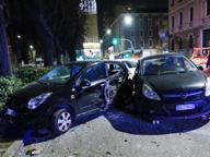 Colpo di sonno: autista di bus travolge sei auto in sosta a Brescia