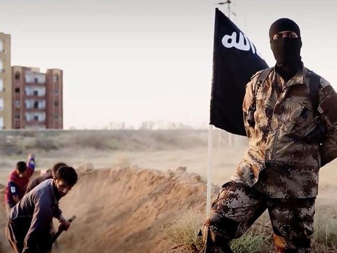 Espulso tunisino, era pronto ad attentato in Italia. «Amri per 2 mesi vicino a Roma»fuga|foto