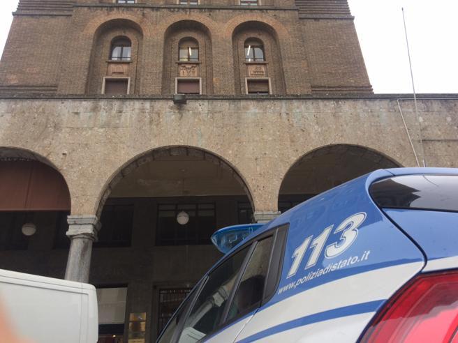 Brescia,  donna trovata decapitata nell'atrio di un grattacielo - Foto