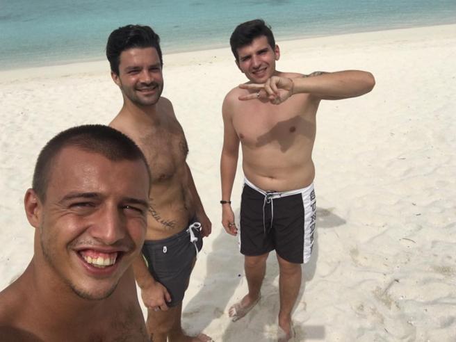 Tre bresciani  alle Maldive: «Così abbiamo mollato tutto  e aperto un bar»